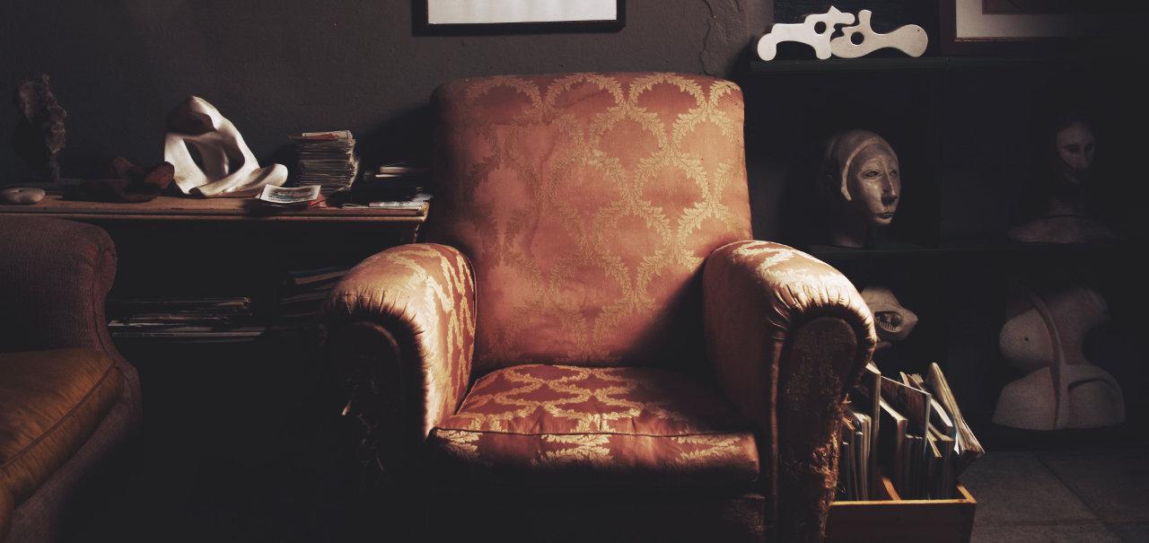divano in pelle o tessuto: pro e contro